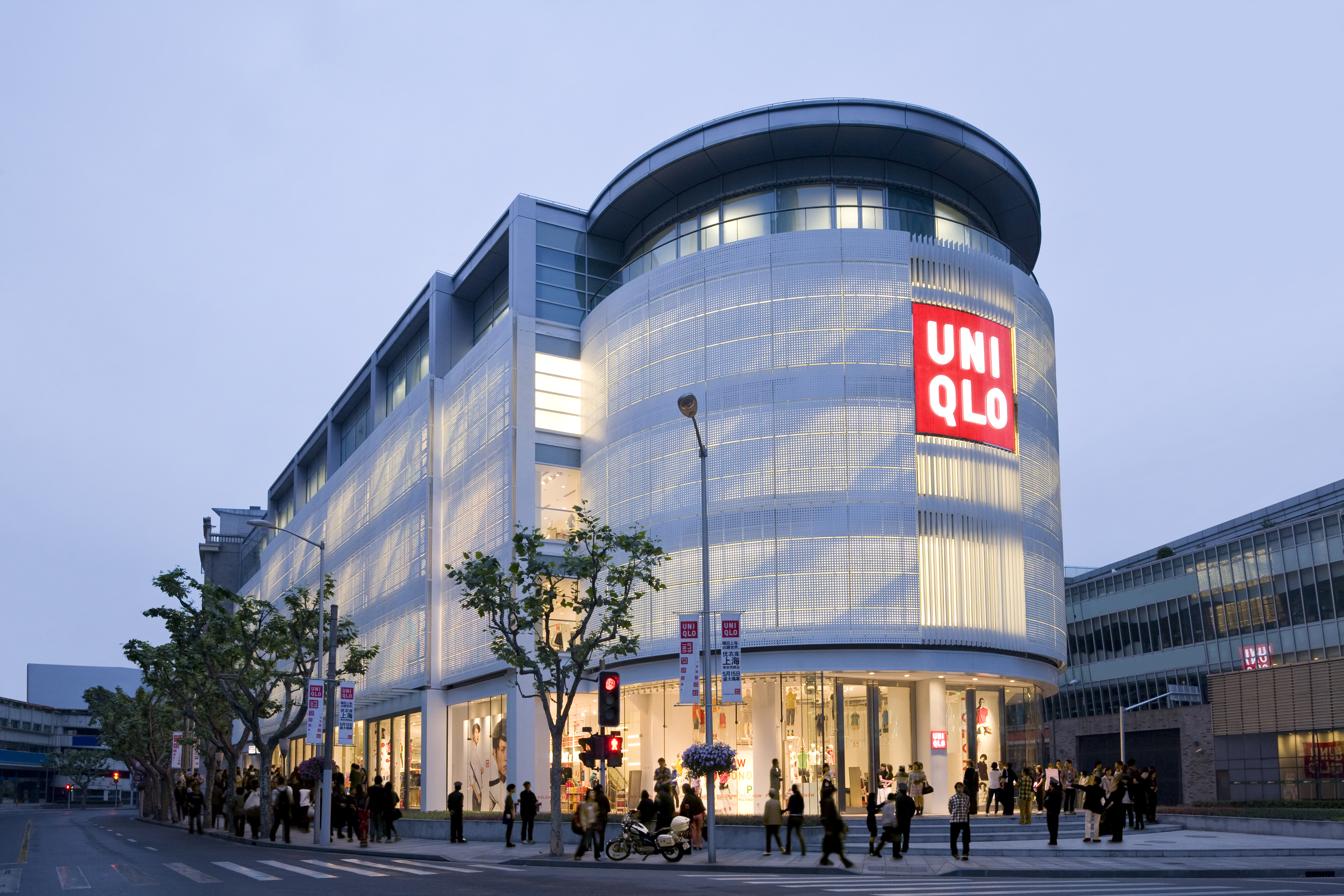 Japanese clothing brand Unique has 25 stores in Singapore, including one shop at the @Somerset mall ( Orchard Road). Founded in in Japan (originally as a textile manufacturer), Uniqlo is today one of the most recognized and respected global fashion brands.