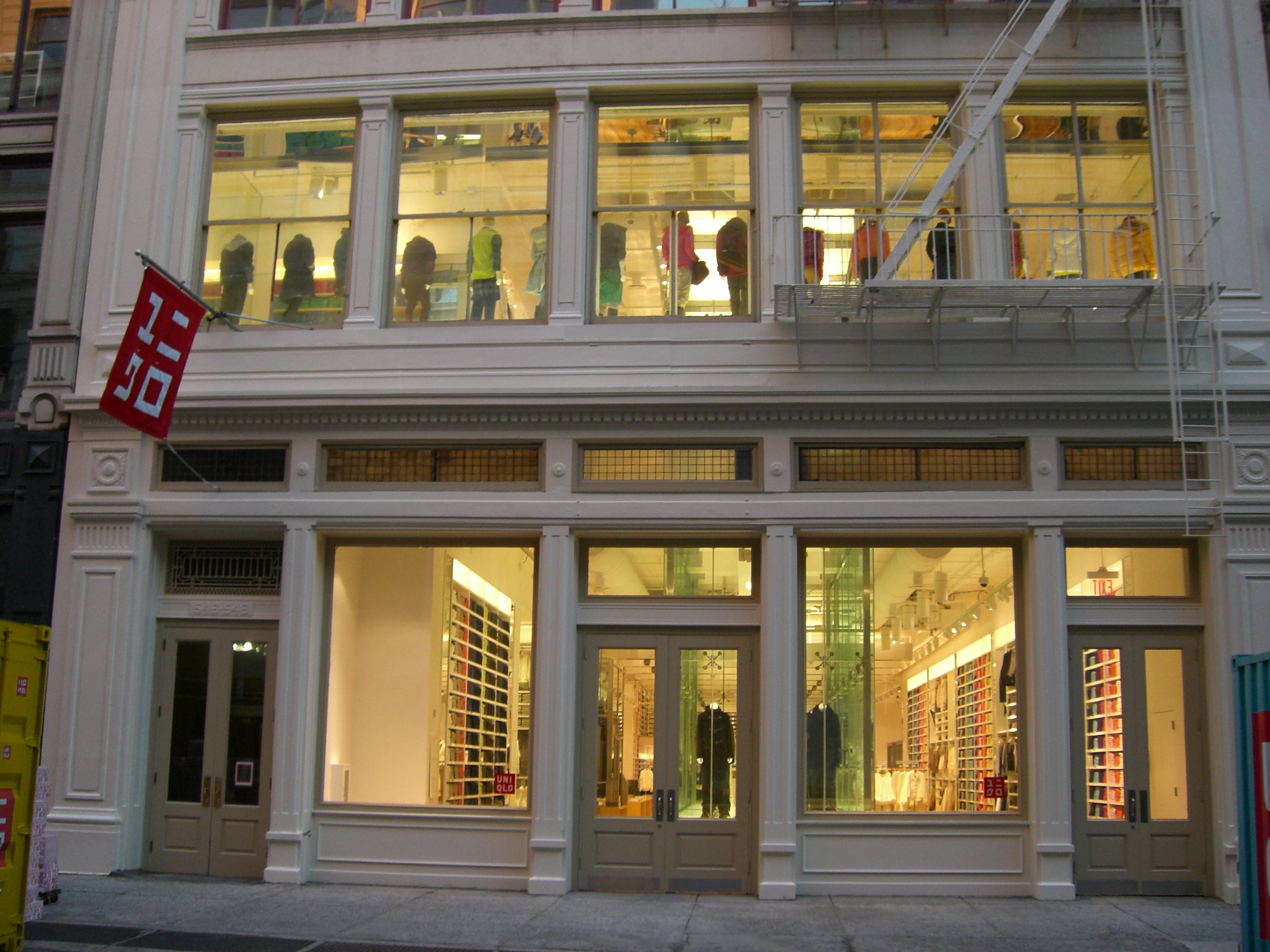 TOMMY HILFIGER RETAIL STORES in NEW YORK, NY - Clothing-Retail