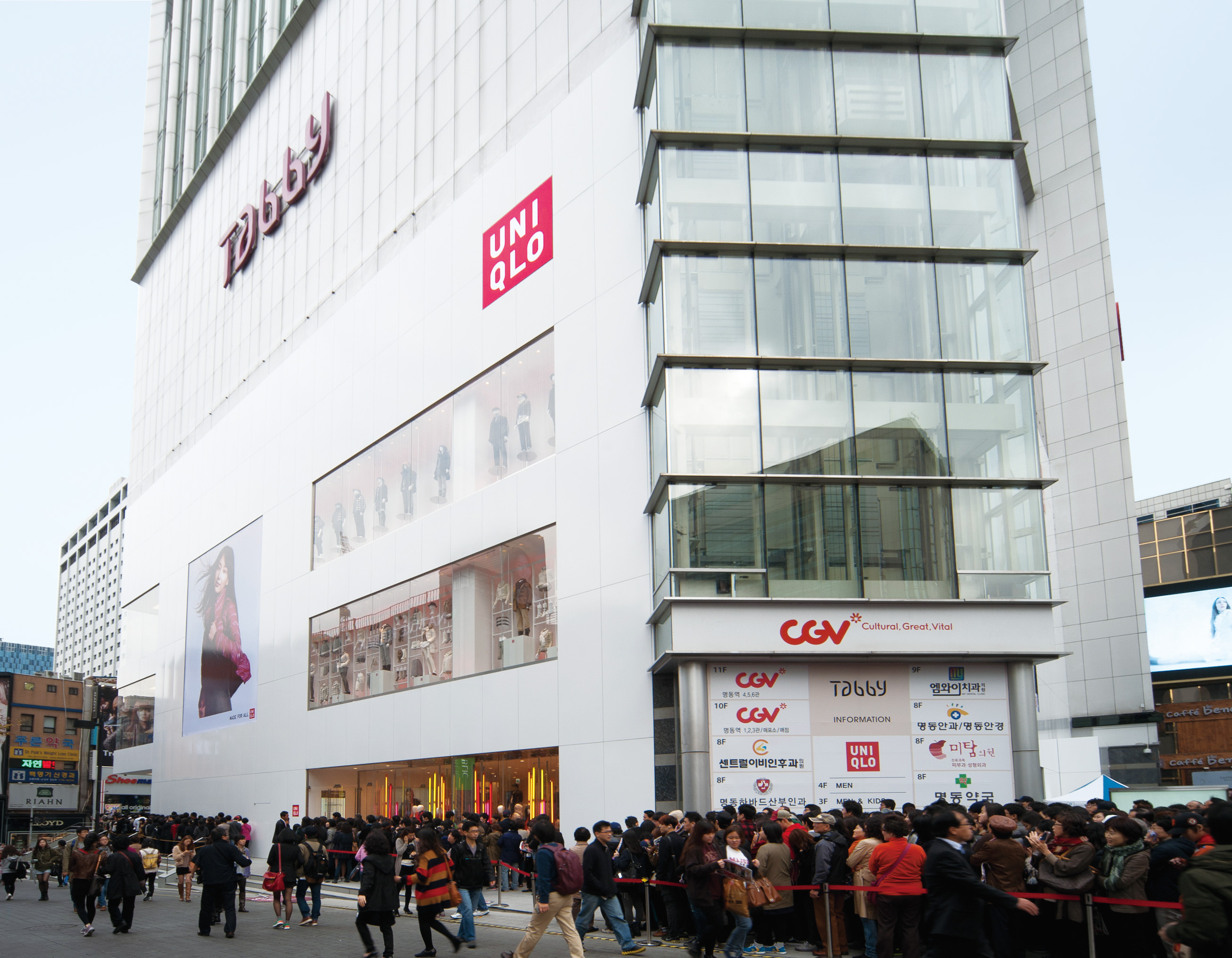 UNIQLO on Saturday opens its first retail location in Indonesia, the UNIQLO Lotte Shopping Avenue Store. The megastore, one of the biggest in Southeast Asia, will.